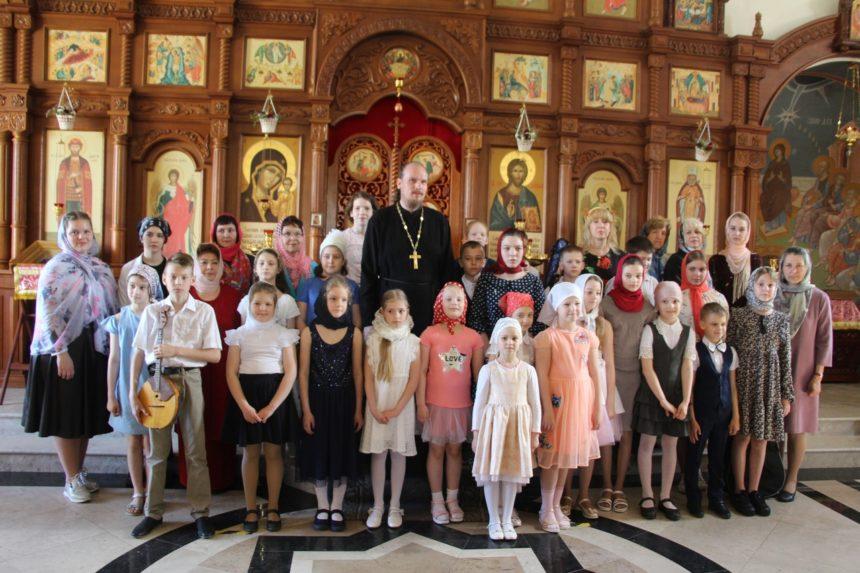 16 мая 2021 г. в храме во имя Казанской иконы Божией Матери п. Радужный прошел праздничный Пасхальный концерт в рамках школьного проекта «Дорога к Храму».