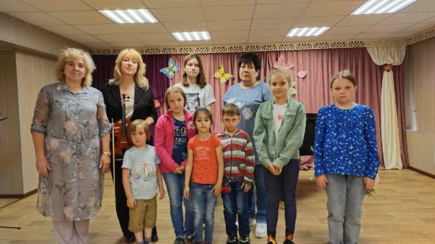 7 июня 2021 г. в рамках летнего проекта «Территория творчества» преподаватели представили юным зрителям литературно-музыкальную композицию «Танцы эпохи барокко».