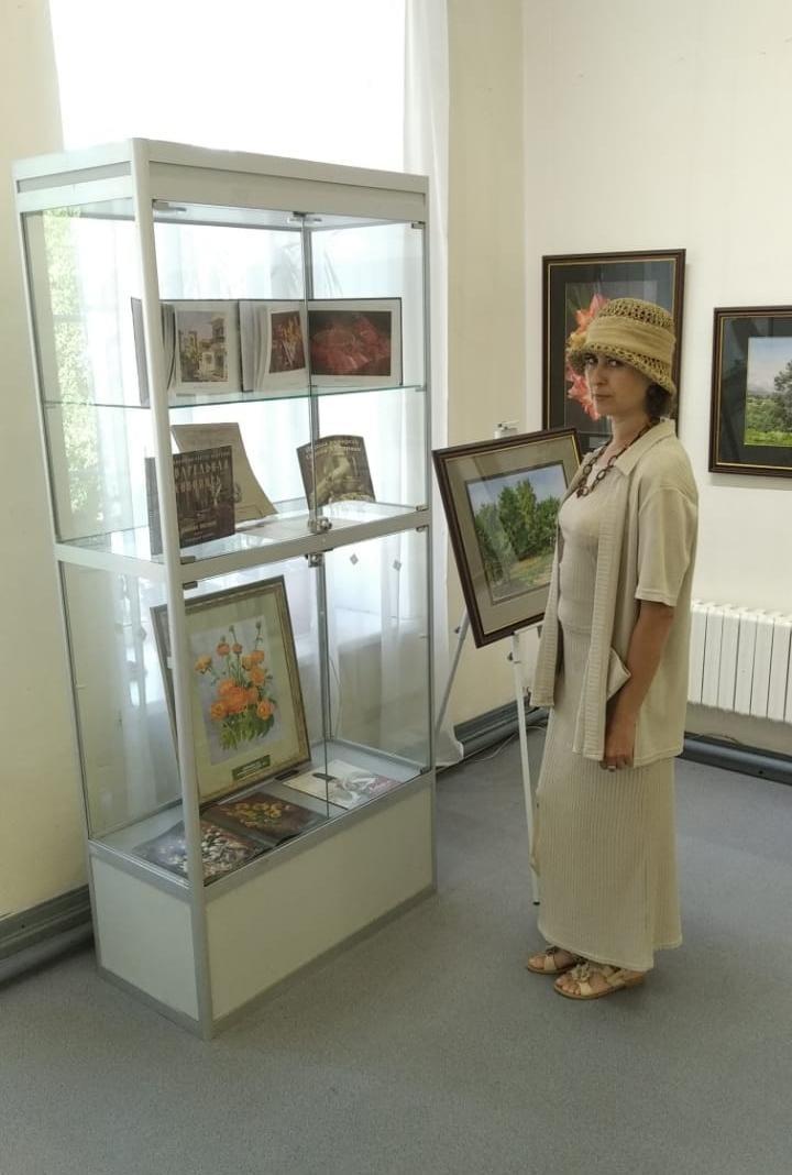 22 июля 2021 г. преподаватель Лапа Оксана Валерьевна посетила три замечательные выставки в Доме Озерова.