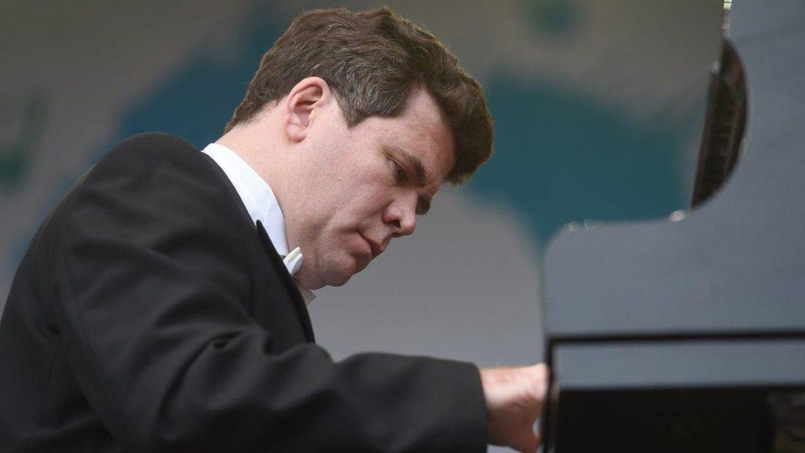 25 августа 2021 г. в 19:00 на Соборной площади Коломенского кремля состоится концерт Дениса Мацуева.