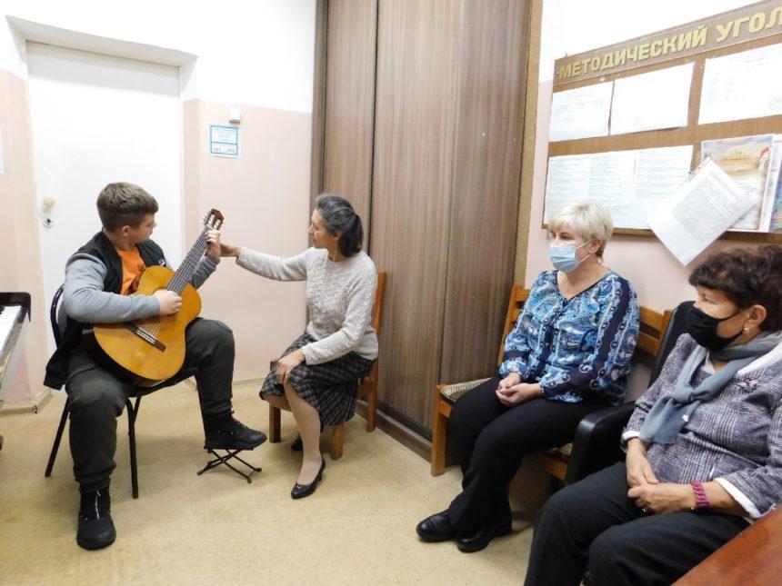 20 октября 2021 г. прошёл открытый урок по классу гитары преподавателя Исаевой З.Л.